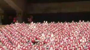 فیلم/ نصب ماکت هواداران پرسپولیس در ورزشگاه آزادی