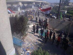 حمله معترضان به دفاتر برخی احزاب سیاسی عراق +عکس