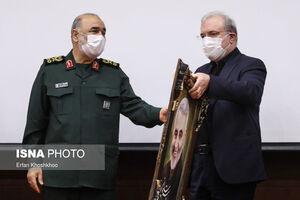 عکس/ تجلیل سرلشکر سلامی از مدافعان سلامت