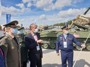 عکس/ سفر وزیر دفاع به روسیه