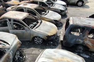 فیلم/ خاکستر شدن خودروها در شهر کنوشا آمریکا