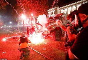 عکس/ درگیری مسلحانه معترضان آمریکایی در «کنوشا»