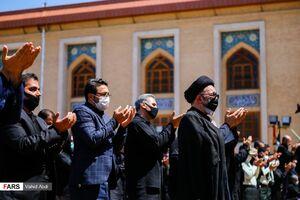 عکس/ اقامه نماز ظهر تاسوعا با رعایت پروتکلها در تبریز