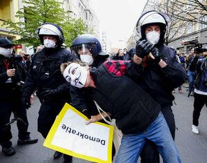تظاهرات هزاران نفری علیه محدودیتهای کرونایی در برلین