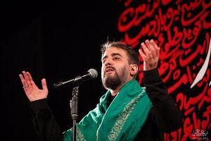 فیلم/  مداحی محمدحسین پویانفر در بین الحرمین