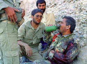 وقتی دو خلبان اسیر عراقی زار زار گریه کردند