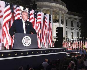 تلاش ناکام ترامپ برای جلب محبوبیت از طریق مراسم پرزرق و برق