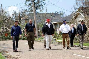 بازدید ترامپ از مناطق طوفان زده