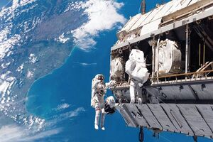 تربیت فضانورد ایرانی با همکاری یک کشور دوست انجام می شود/ در پروژه اعزام انسان به فضا ۱۰ سال عقب افتادیم