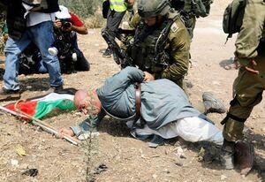 حمله نظانیان ارتش اشغالگر به یک پیرمرد فلسطینی