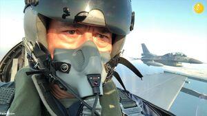 عکس/ پرواز وزیر دفاع ترکیه با جنگنده