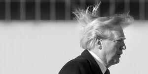 ترامپ یک مراسم مهم را لغو کرد تا موهایش به هم نریزد