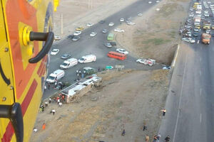 واژگونی اتوبوس در اتوبان کرج قزوین