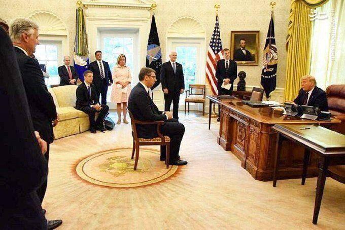 مشرق نیوز - عکس/ تحقیر رئیسجمهور صربستان در دیدار با ترامپ