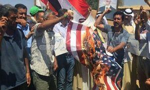 مردم شرق سوریه پرچم آمریکا را به آتش کشیدند