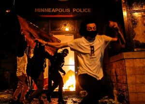 استفاده از «اسلحه حرارتی» علیه معترضان در مهد حقوق بشر!