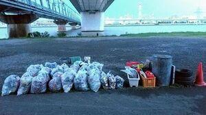 رودخانه آراکاوا ژاپن در محاصره زبالهها  +عکس