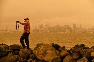 عکس/ سلفی با آسمان نارنجی کالیفرنیا