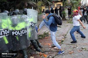 عکس/ اعتراضات علیه رفتار وحشیانه پلیس کلمبیا