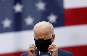 عکس/ درگیری بایدن با ماسک