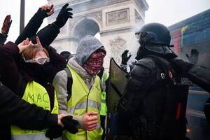 فیلم/ درگیری پلیس فرانسه و مردم در روز کارگر