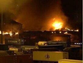 فیلم/ انفجار و آتش سوزی مهیب در یک بندر ایتالیا