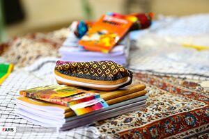 عکس/ اهدای ۲۰۰۰ بسته لوازمالتحریر به دانشآموزان اصفهانی