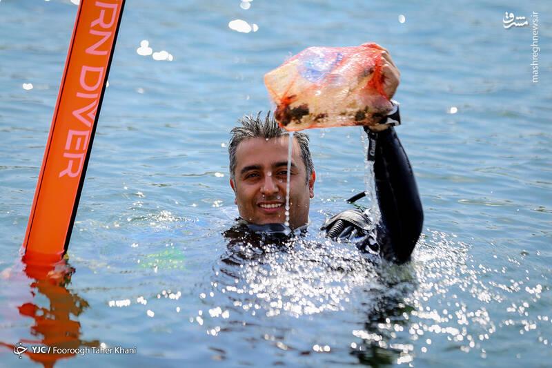عکس/ عملیات پاکسازی دریاچه آزادی