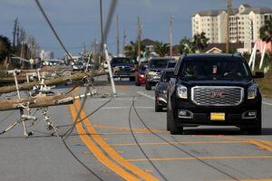 عکس/ سقوط دکلهای برق در پی طوفان در آمریکا