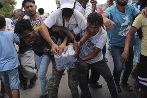 عکس/ درگیری در کمپ پناهجویان یونان