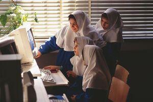 تصویری از نخستین کامپیوترها در مدارس در سال ۱۳۷۶