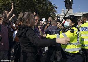 عکس/ تظاهرات بدون ماسک در قلب انگلیس