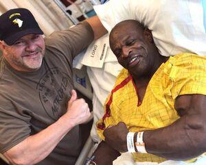 """شرایط """"رونی کلمن"""" بعد از ۱۳ عمل جراحی چگونه است؟"""