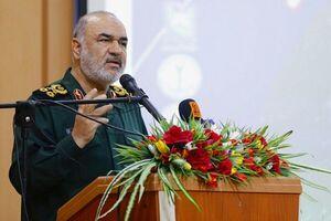 آمریکا از درون پوسیده است/ مردم عزیز ایران با آرامش زندگی کنند