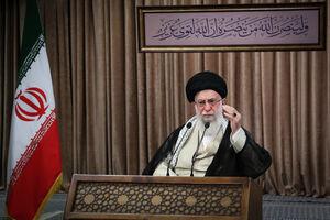 سخنرانی رهبرانقلاب در مراسم هفته دفاع مقدس