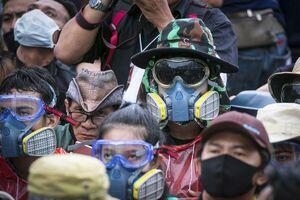 عکس/ اعتراضات ضد دولتی با تجهیزات عجیب کرونایی