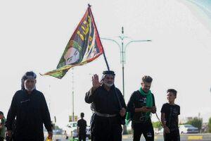 عکس/ پیادهروی زائرین عراقی اربعین به سمت کربلا