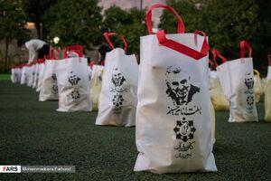 عکس/ توزیع ۴۰۰ بسته معیشتی توسط هیأت عاشورایی