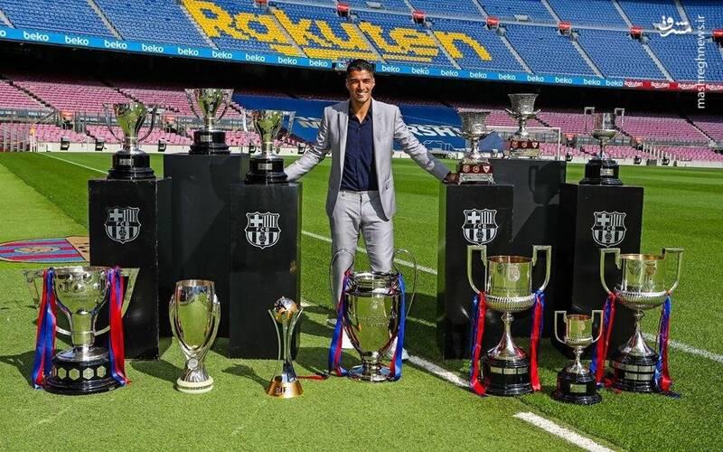 عکس/ سوارس در کنار ۱۳ جام قهرمانی کسب شده با بارسلونا