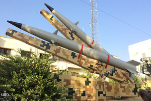 لانچر دو فروندی موشک «رعد-۵۰۰» به نمایش درآمد - کراپشده