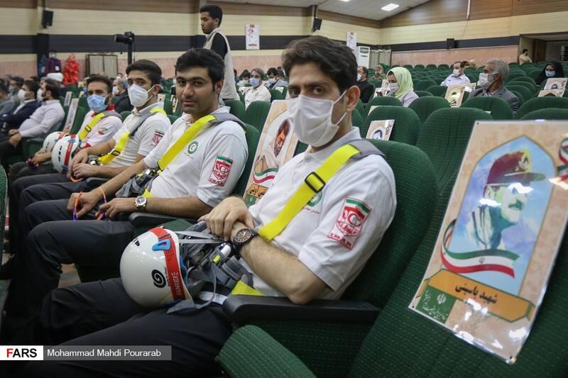 تیم واکنش سریع هلال احمر حاظر در مراسم افتتاحیه نمایشگاه اقتدار 40