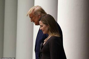 عکس/ معرفی گزینه ترامپ برای قضاوت در دیوان عالی