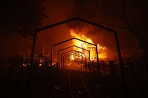 فیلم/ آتشسوزی در کارخانه کبریت سازی عربستان