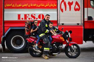 عکس/ خانواده مردان آتش نشان