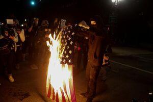 عکس/ ادامه درگیریهای پلیس آمریکا با معترضان