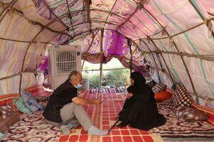 خدمتگذاری پیرزن بهشتی به زوار اربعین +عکس