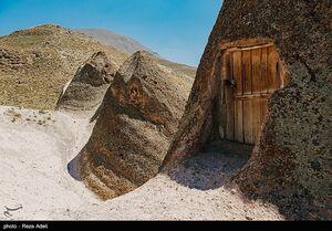 عکس/ خانههایی در دل صخرهها