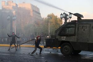 فیلم/ درگیری پلیس و معترضین در پایتخت شیلی