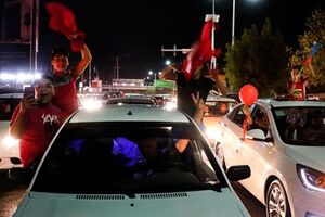 عکس/شادی هواداران پرسپولیس در استانها