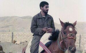 تصویری دیده نشده از شهید سلیمانی سوار بر اسب